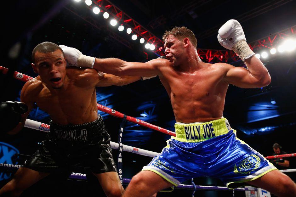 Video: Sin perder el ritmo de la música, el boxeador Billy Joe Saunders entrena para Canelo