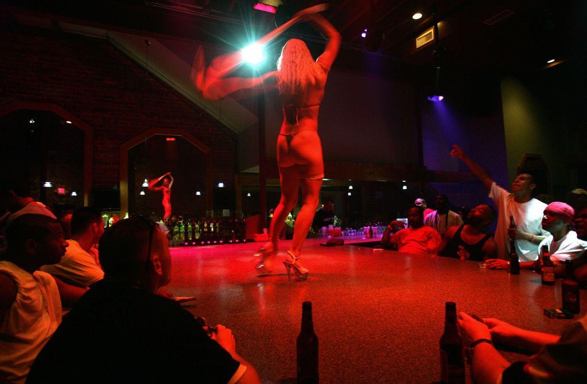 Clubes nudistas demandan al estado Nueva York porque siguen prohibidos de reabrir tras la pandemia
