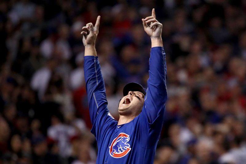 La voz de los Cubs de Chicago anuncia orden al bat desde su casa