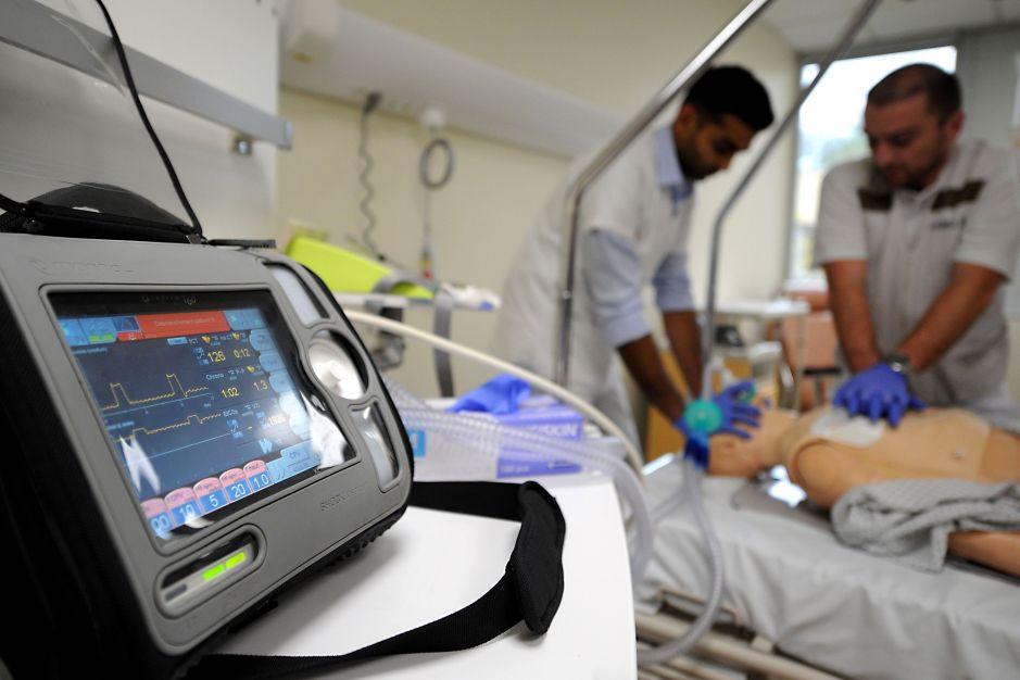 Gremios de NY llaman a facilitar licencias temporales a médicos y enfermeras hispanas ante emergencia por el coronavirus