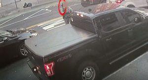 Captan a supuesto agente de ICE con arma larga en calle de El Bronx