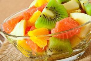 ¿Cenar fruta es eficaz para bajar de peso?