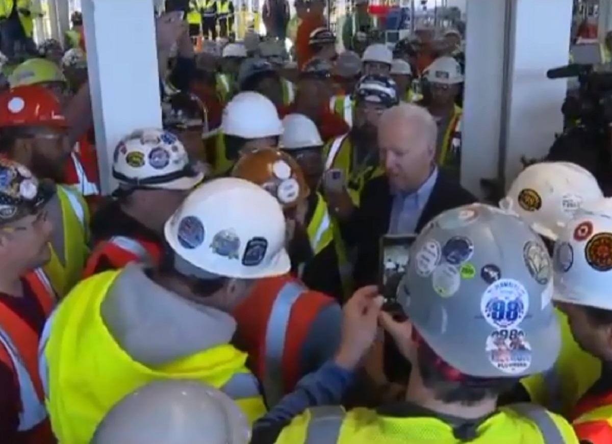 """VIDEO: Joe Biden pierde el control ante votante: """"¡Eres un mentiroso de mier**!"""""""