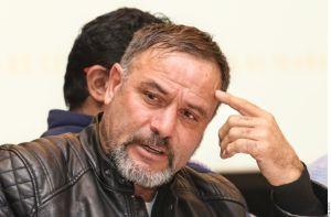 Adrián LeBarón denuncia persecución contra su familia