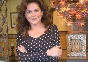 Mara Patricia Castañeda se retiró los implantes de seno para salvar su vida