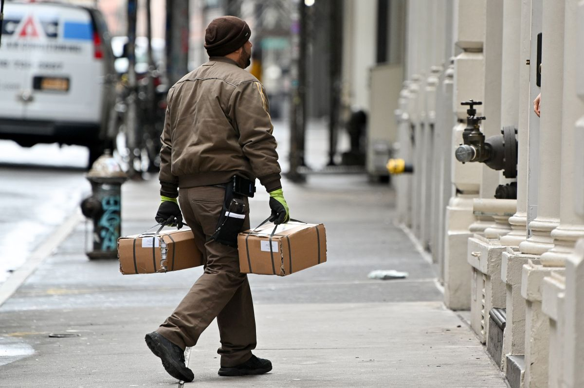 Autoridades demandan a empresas de entregas que protejan a sus trabajadores