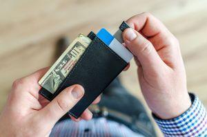 El grave problema con la tarjeta de débito con cheque de estímulo que empezó a enviar el gobierno de EEUU