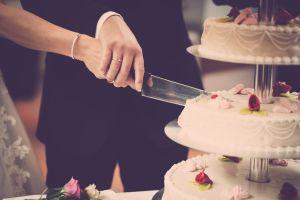Suspendieron su boda por el coronavirus y regalaron el banquete a familias con pacientes en un hospital