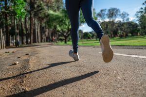 Correr 30 minutos al aire libre, la opción que algunos países han dado para enfrentar la cuarentena por coronavirus