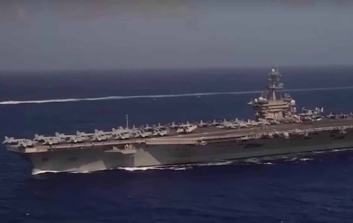 Relevan al capitán que rogó por ayuda por brote de coronavirus en portaviones de la Armada