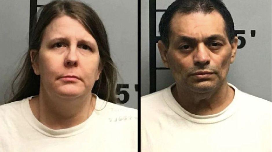 Padres de Arkansas matan a su hijo al introducirle un palo por el recto
