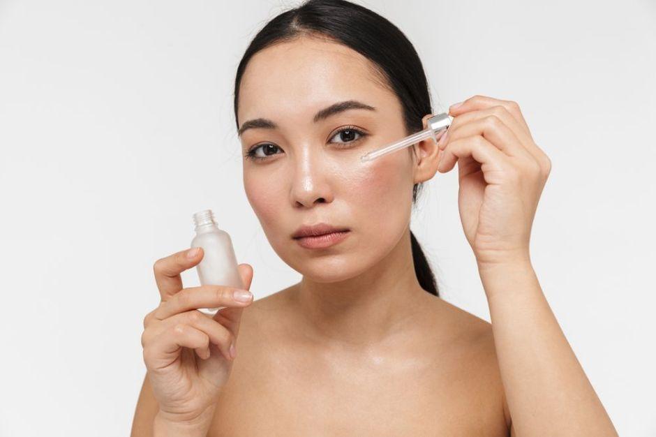 Minimiza tus poros con estos sueros que son antiedad y dejan la piel tersa