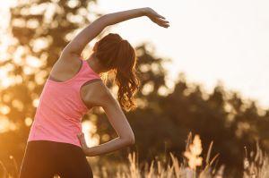 Tomar agua de un recipiente rosa mejora tu rendimiento físico mientras corres, según nuevo estudio