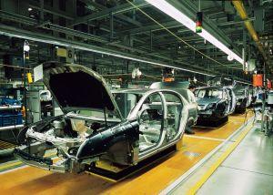 Españoles detienen producción de autos de Mercedes ante la crisis del Covid-19 (VIDEO)