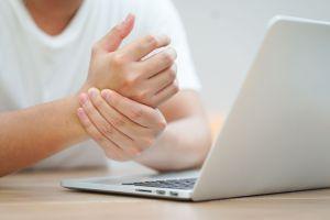 Descubre el síndrome del dedo blanco y sus consecuencias