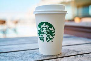 Starbucks no llenará vasos reutilizables como precaución por el coronavirus