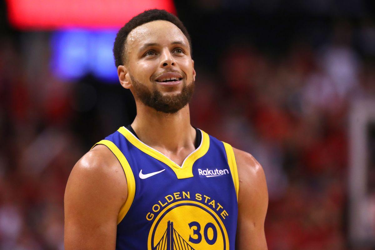 Los Warriors de Curry recibieron nuevamente a los aficionados con victoria