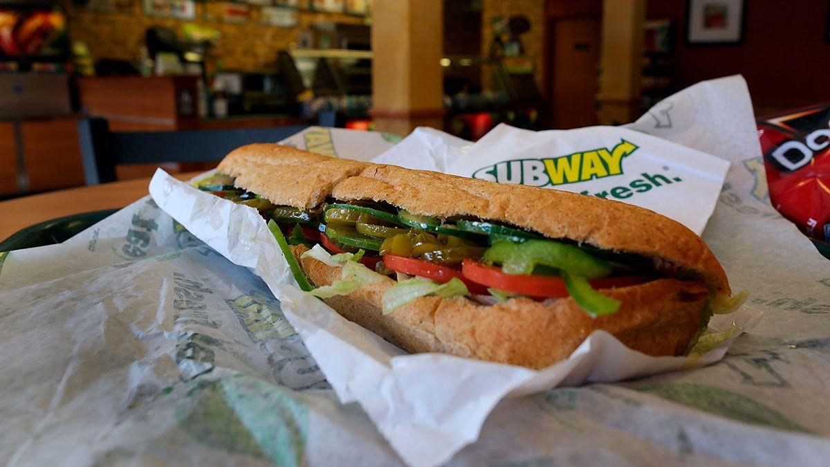 Subway negó las acusaciones diciendo que entrega el 100% de atún cocido a sus restaurantes.