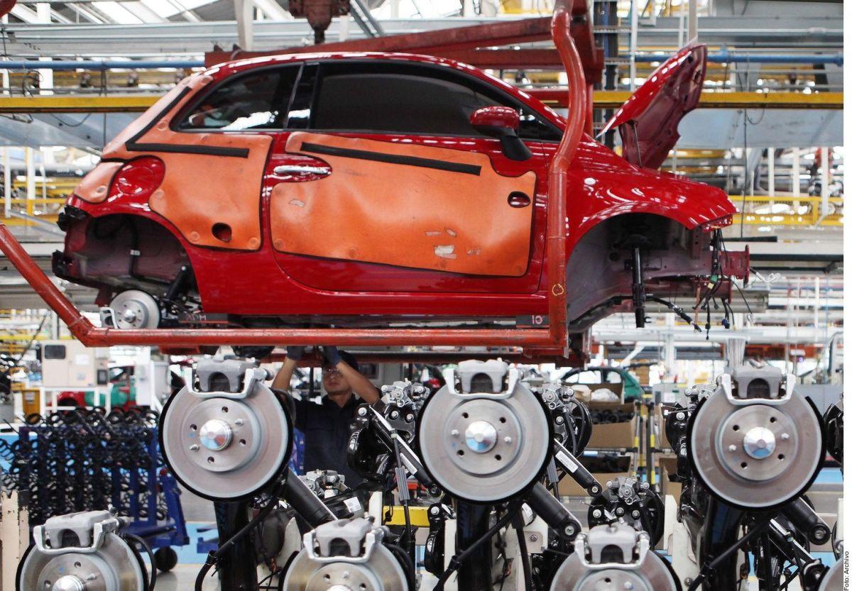 Fiat Chrysler suspende operaciones en México por coronavirus