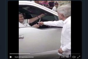 VIDEO: AMLO saluda a mamá del Chapo Guzmán en Badiraguato, cuna del narcotraficante