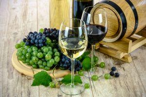 Sale vino en lugar de agua por los grifos de un afortunado pueblo de Italia