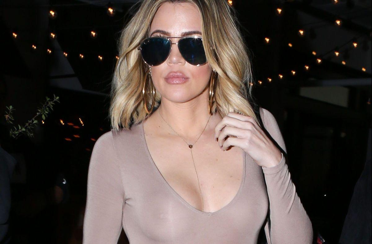 El video de Khloé Kardashian mostrando cuerpazo en diminuto bikini