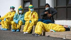 """""""Carga viral"""", la razón por la que el personal médico se encuentra en gran peligro por el coronavirus"""