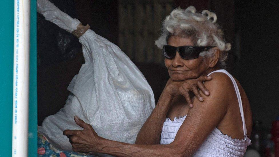 Coronavirus: la insólita medida de Panamá de separar las salidas de hombres y mujeres a la calle para evitar la propagación del covid-19