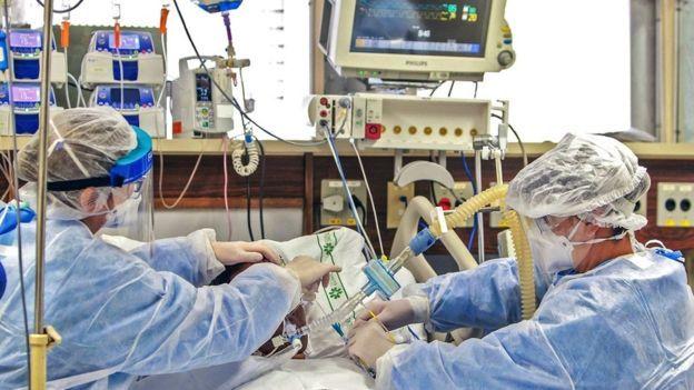 """Qué es la """"neumonía silenciosa"""" y por qué dificulta el diagnóstico de casos graves de COVID-19"""