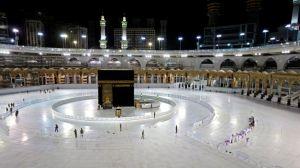 La impresionante imagen de la Gran Mezquita de La Meca casi vacía durante la celebración Ramadán