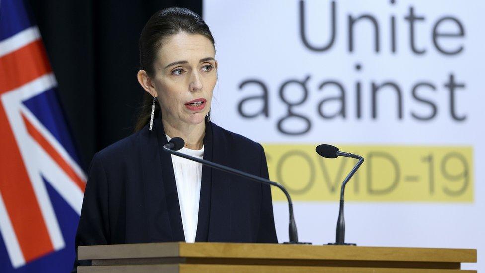 """Nueva Zelanda considera """"eliminado"""" el coronavirus al poner fin a los contagios locales"""