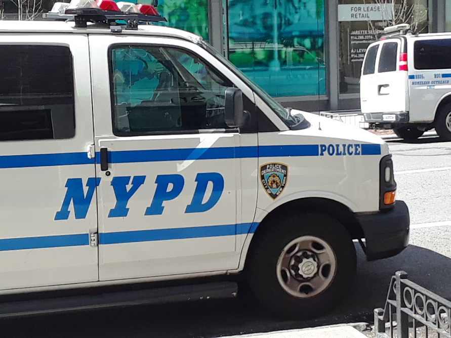 Video: Padre herido protegiendo a sus niños en lluvia de balas en una tienda en Nueva York