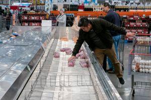 Planta de carne culpa a inmigrantes por brote de coronavirus en sus instalaciones