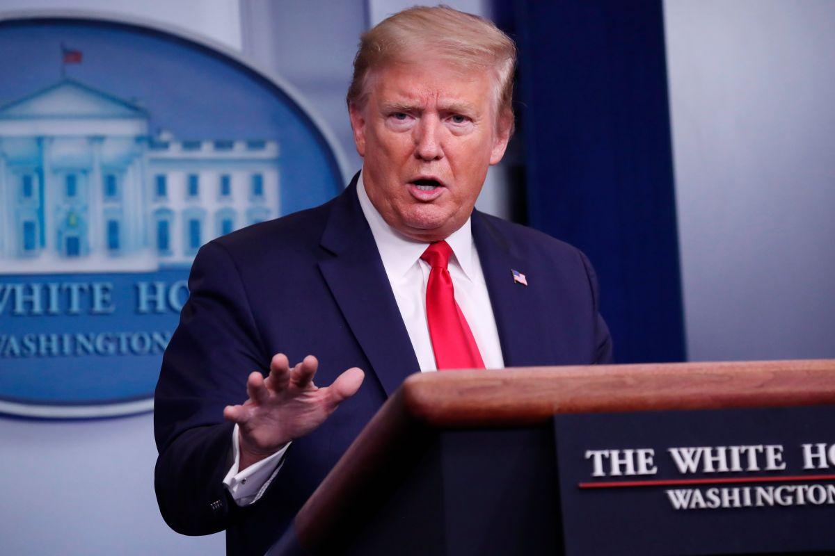 Donald Trump y miembros de la Fuerza de Tarea de Coronavirus en la Casa Blanca.
