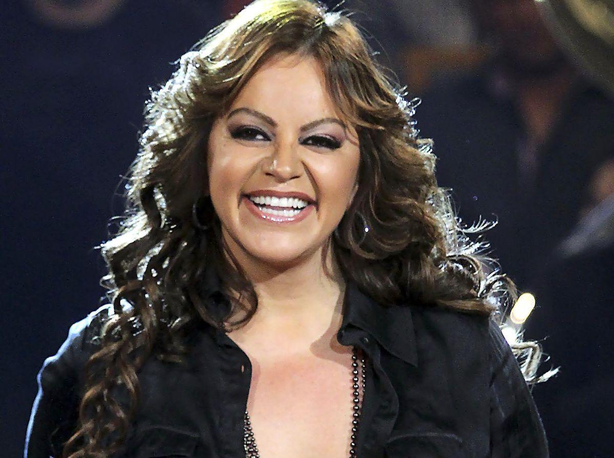 Lanzan línea de leggings con el rostro de 'La Diva de la Banda'.