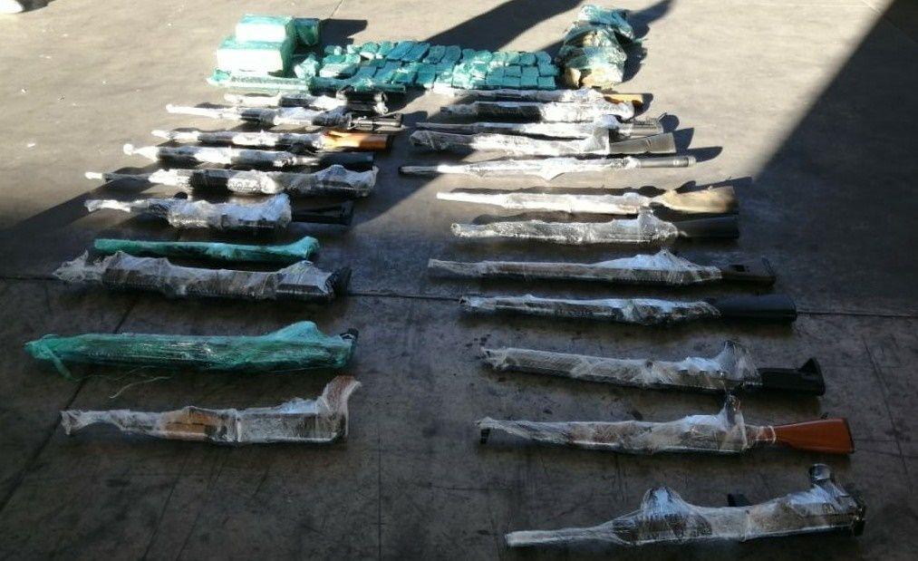 Guardia Nacional de México decomisa armamento dentro de refrigeradores en frontera de Sonora