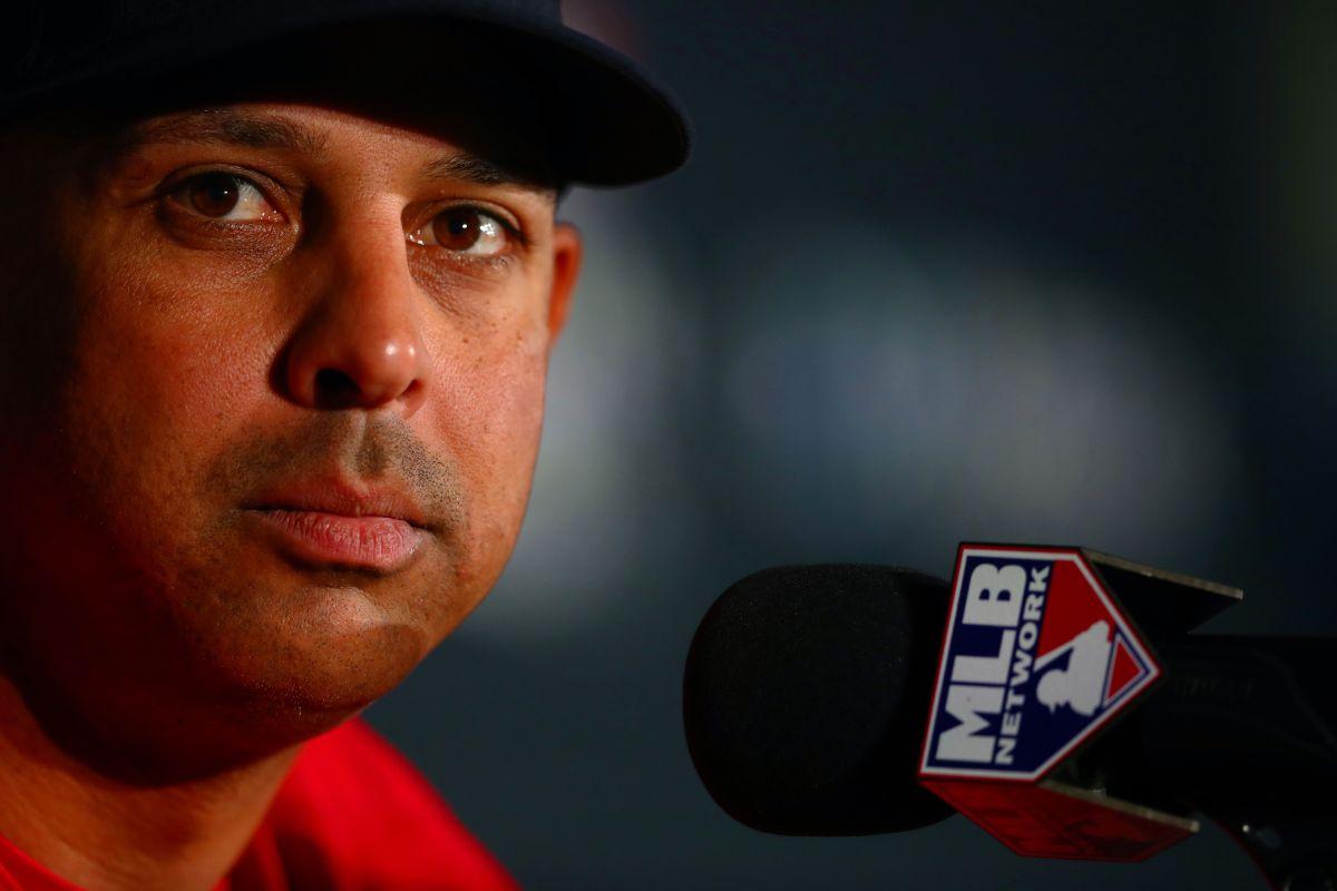 Alex Cora muestra arrepentimiento por hacer trampa y causar daño en su primera entrevista como manager de Red Sox
