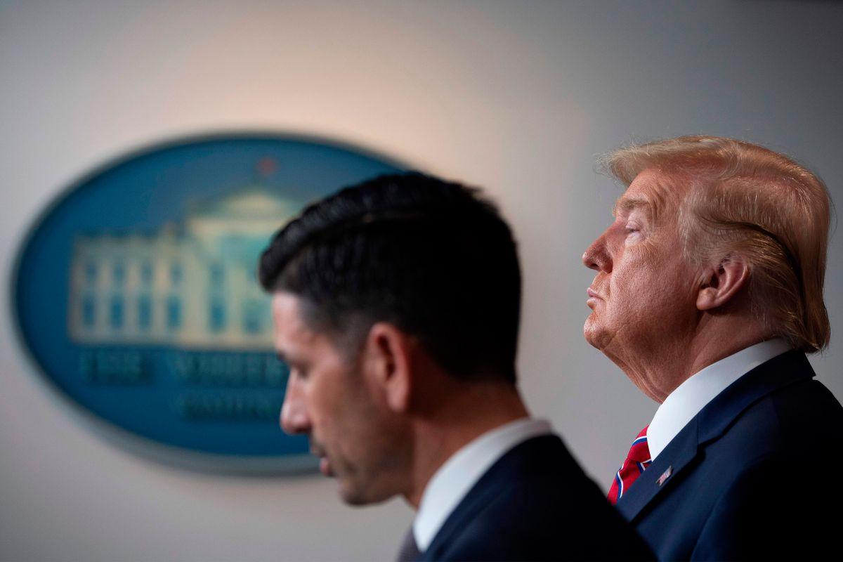 """Jueza propina revés a funcionario de Trump """"nombrado ilegalmente"""" y detiene regla de asilo"""