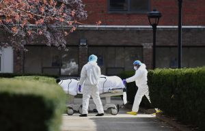 20% de los estadounidenses ha perdido a un ser querido por la pandemia, según sondeo