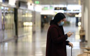 VIDEO: Clientes de súpermercado echan a la calle a mujer por no usar máscara contra COVID-19