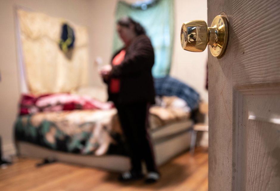 Dueños de propiedades solicitan sexo a cambio de techo durante la cuarentena