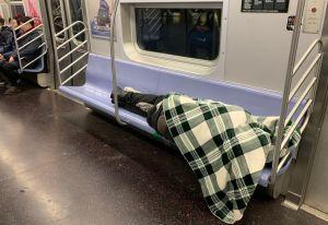 Cuomo exige a la MTA plan para desinfectar trenes y proteger a trabajadores esenciales del coronavirus