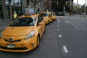 Taxistas tomaron el puente Brooklyn para protestar deudas agravadas por el confinamiento