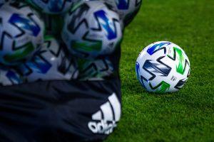 El balón es una causa de contagio de coronavirus, afirman en Italia