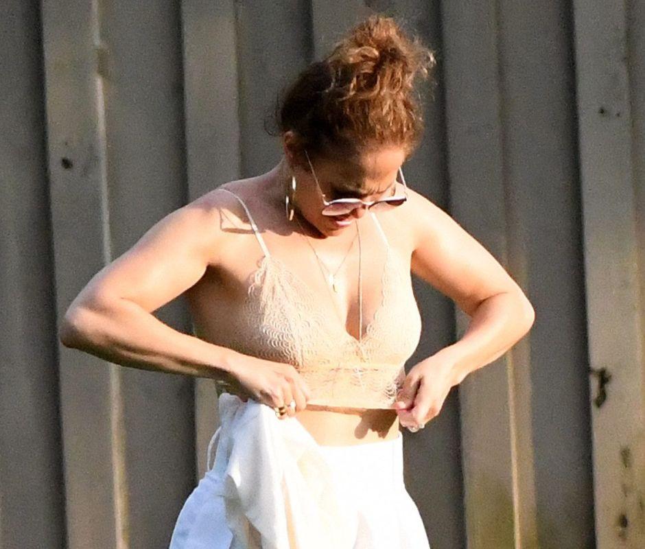 El incómodo momento en que Jennifer Lopez se desviste