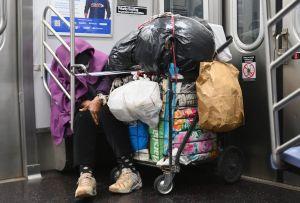 MTA anuncia plan para 'guiar' a desamparados a salir de estaciones del Subway