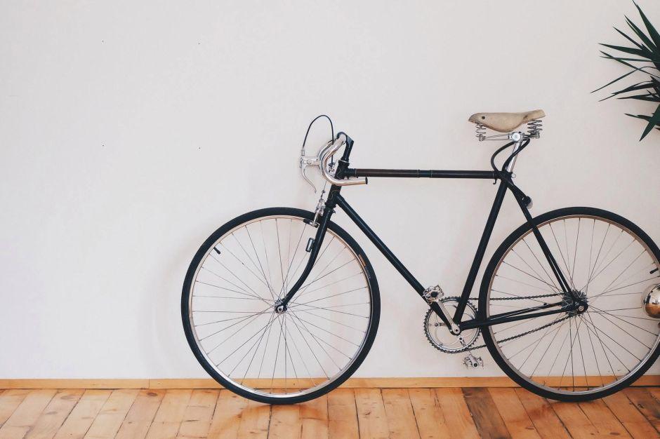 Así puedes convertir tu bicicleta en una fija para ejercitarte en casa