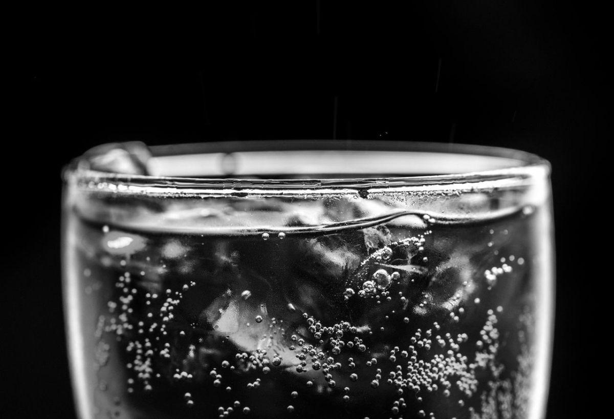 ¿Quema más calorías beber agua fría o tibia?