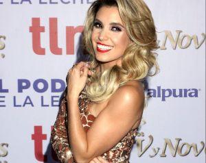 Andrea Escalona luce sus curvas con provocativos bikinis desde su casa de campo