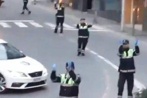 "VIDEO: Policías de Andorra bailan ""Baby Shark"" para animar a niños en cuarentena por coronavirus"